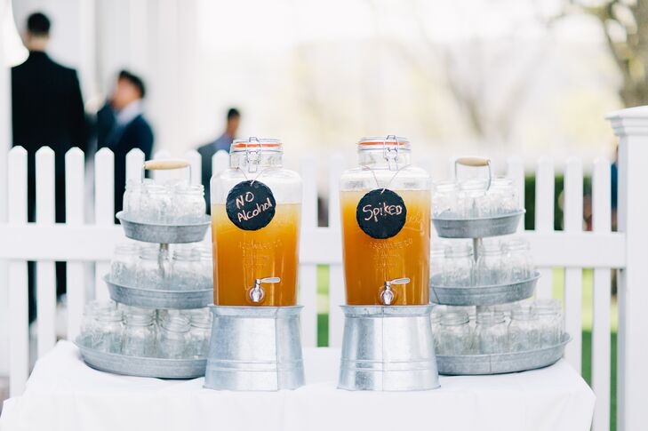 Before the ceremony, guests sipped on spiked and nonalcoholic Arnold Palmer cocktails from glass mason jars.