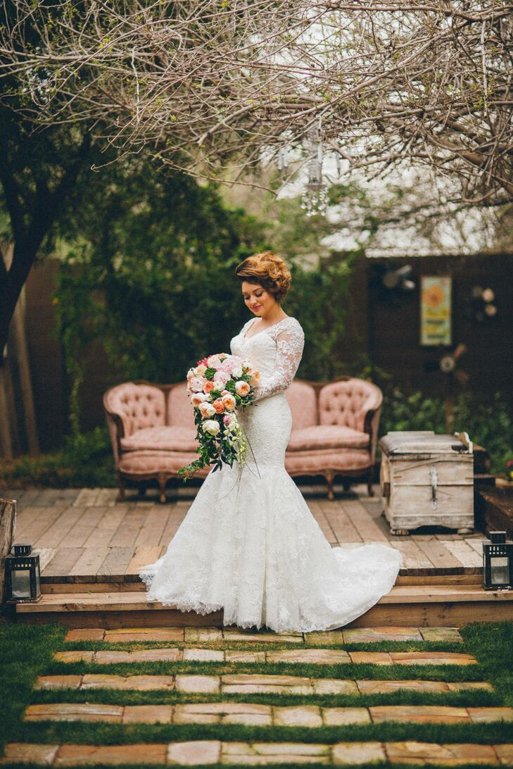 The vintage, rustic venue was accented by a color palette of peach, blush, gold and ivory with lots of forest green for an outdoorsy, natural atmosphere.