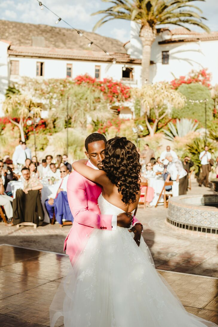 Modern First Dance at Hummingbird Nest Ranch in Simi Valley, California