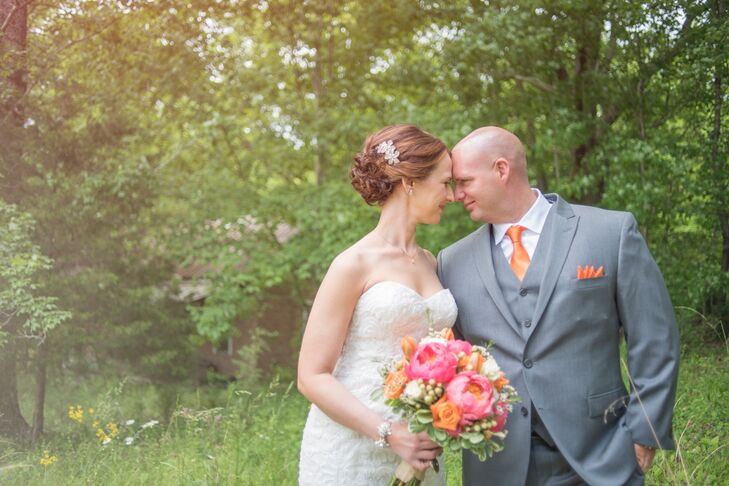 Tennessee Volunteers fans will love this wedding. Andrea Primm (36 and a nurse practitioner) and Byron Schneider (33 and a safet