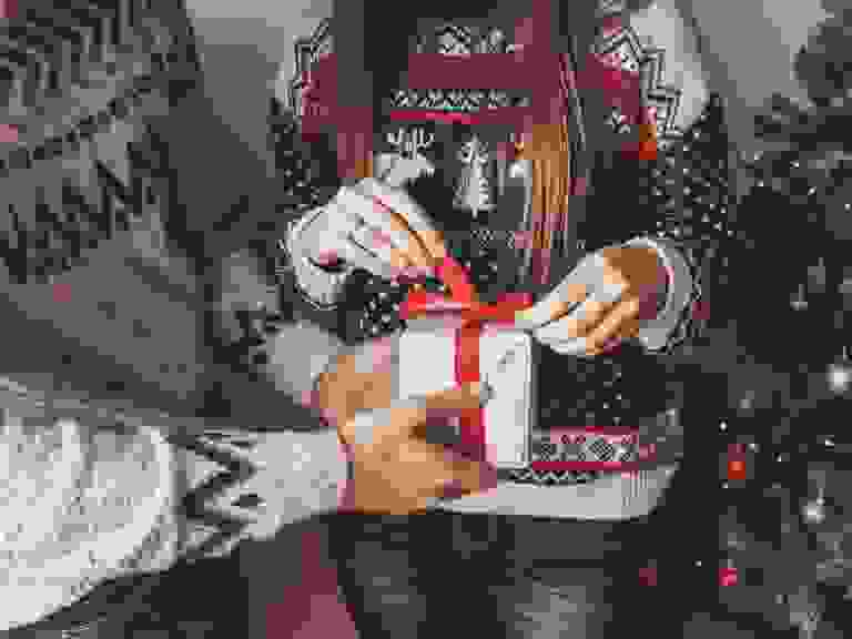 couple opening presents