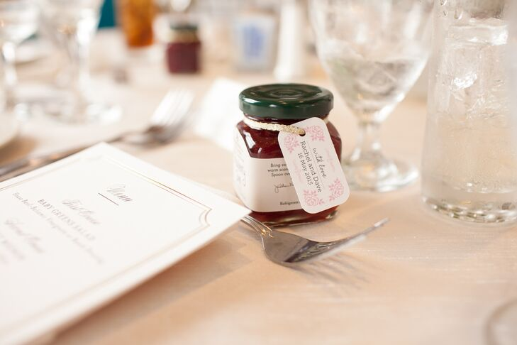 """As a thank-you to their guests, Rachel and Dave placed small jars of Stonewall Kitchen strawberry jam at each seat. """"We thought the jams would go perfectly with our garden theme and fit with our color palette,"""" Rachel says. """"We also love food—including jam. Hardly anyone forgot to take theirs home, so they must have liked them."""""""