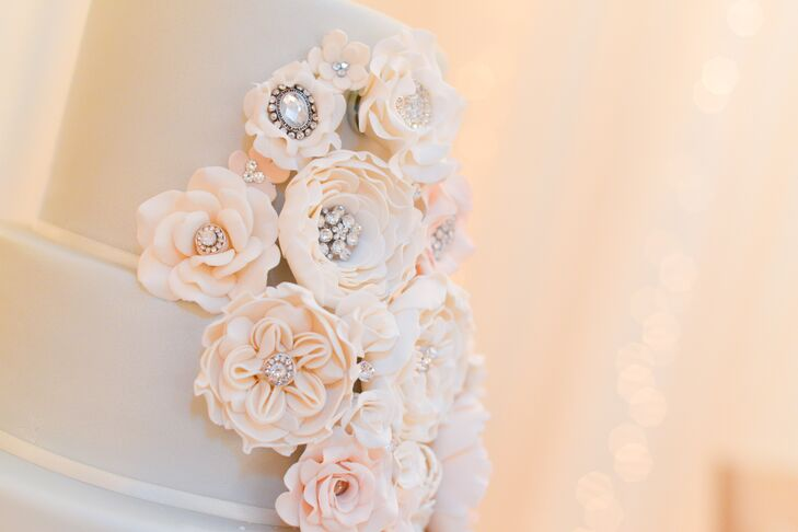 Frosted White Flower Cake Accents