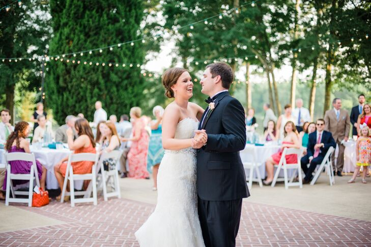 Since their wedding was in June, Memorie and Mark wanted a light and summery reception but still in keeping with the formal and timeless aesthetic.