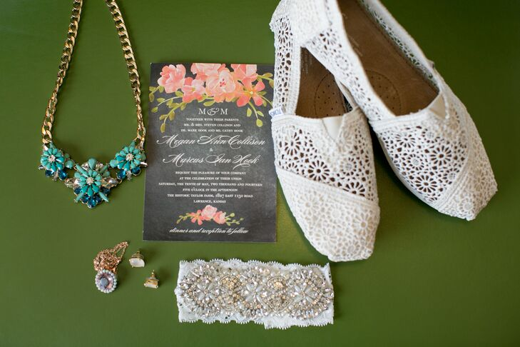 Wedding Paper Diva Pink Flower-Decorated Wedding Invitations
