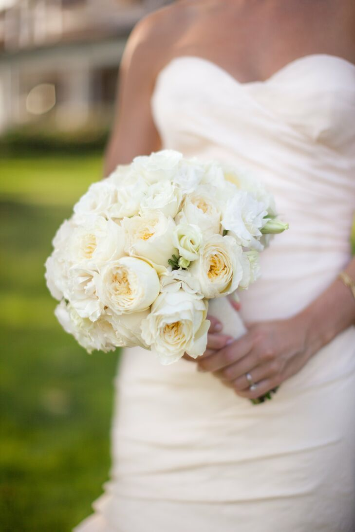 Nora carried a simple bouquet made of white spray garden roses, light-green parrot tulips and white magolicka roses.