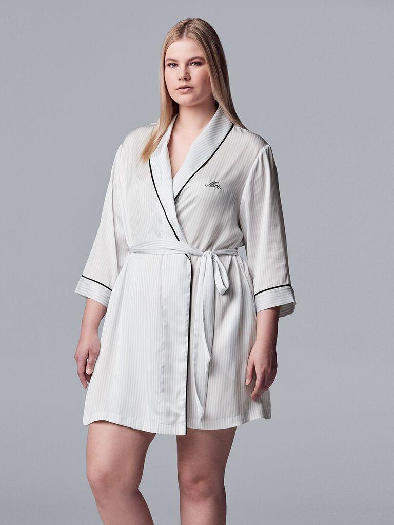 Plus size Mrs. embroidery wedding robe