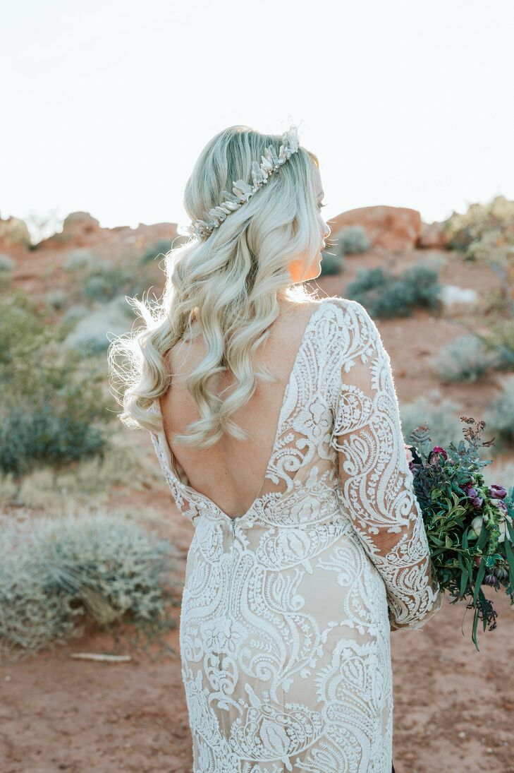 Modern and Romantic Lace Wedding Dress