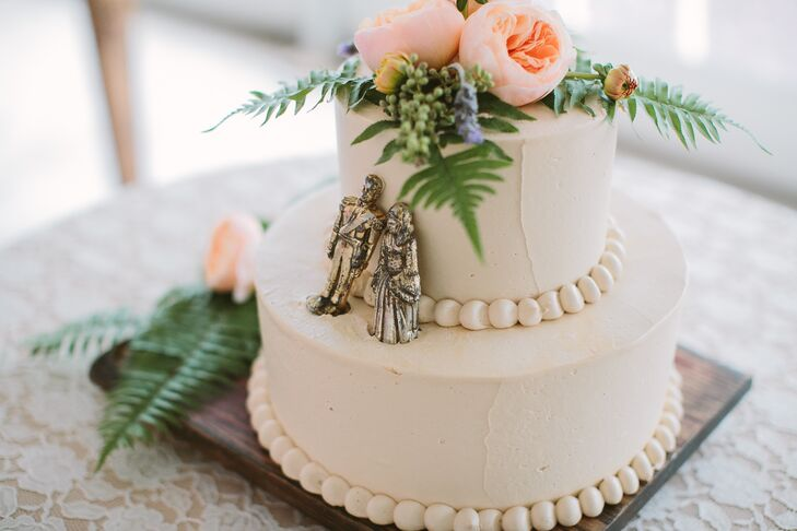Mindy Segal, a James Beard awarded pastry chef and a former colleague of Stephanie's gifted the couple their wedding cake and coffee, treating them to a decadent chocolate confection decorated with buttercream pearls, fresh garden roses and solid gold chess pieces Stephanie's father bought on his honeymoon.
