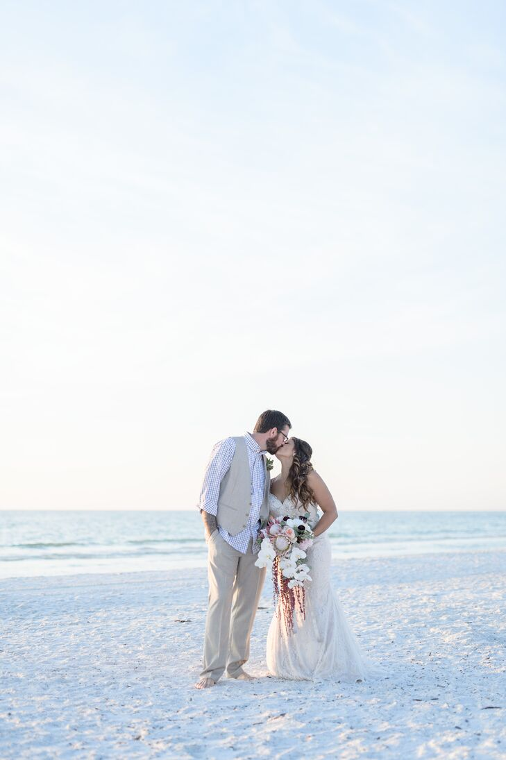 Nicole Tarantino and Bren Taylor gathered their family and friends in their home of Marco Island, Florida, for a relaxed beach-themed bash overlooking