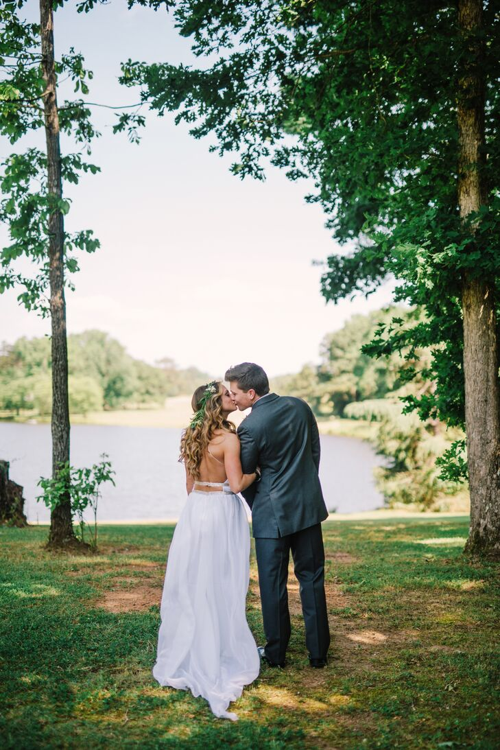 With a charming guesthouse, a historic train depot and a tranquil lake settled on acres of lush Georgia countryside, it's no wonder Madelyn and Joseph fell for Diastole Farms in Concord, Georgia. Plus, the history of the farms is a love story itself.