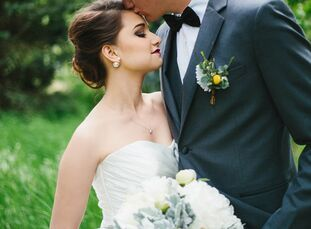 Using a timeless gray, ivory and gold palette, Madison Younger (20 and an internal medicine secretary) and Jordan Younger (22 an