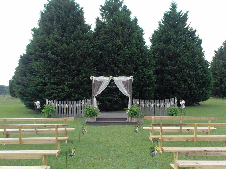 10 Christmas Tree Farms Where You Can Actually Get Married