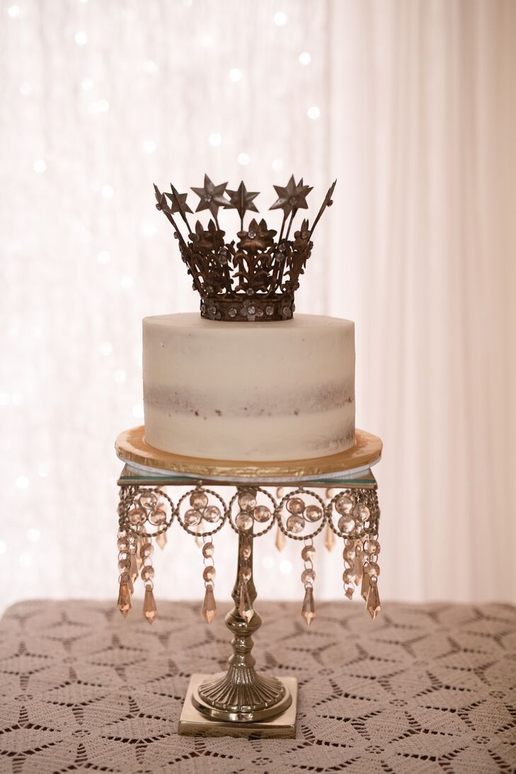 Single-Tier Cake with Crown Topper and Glam Cake Stand