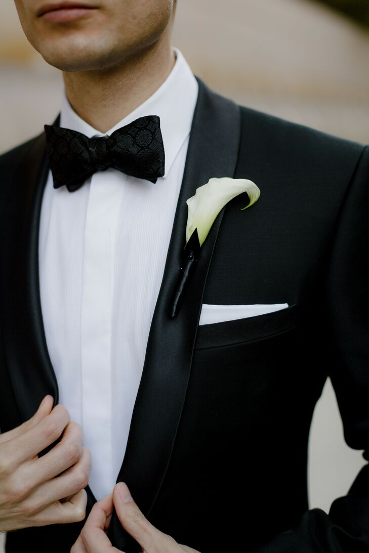 Modern Tuxedo with Elegant Calla Lily Bouttoniere