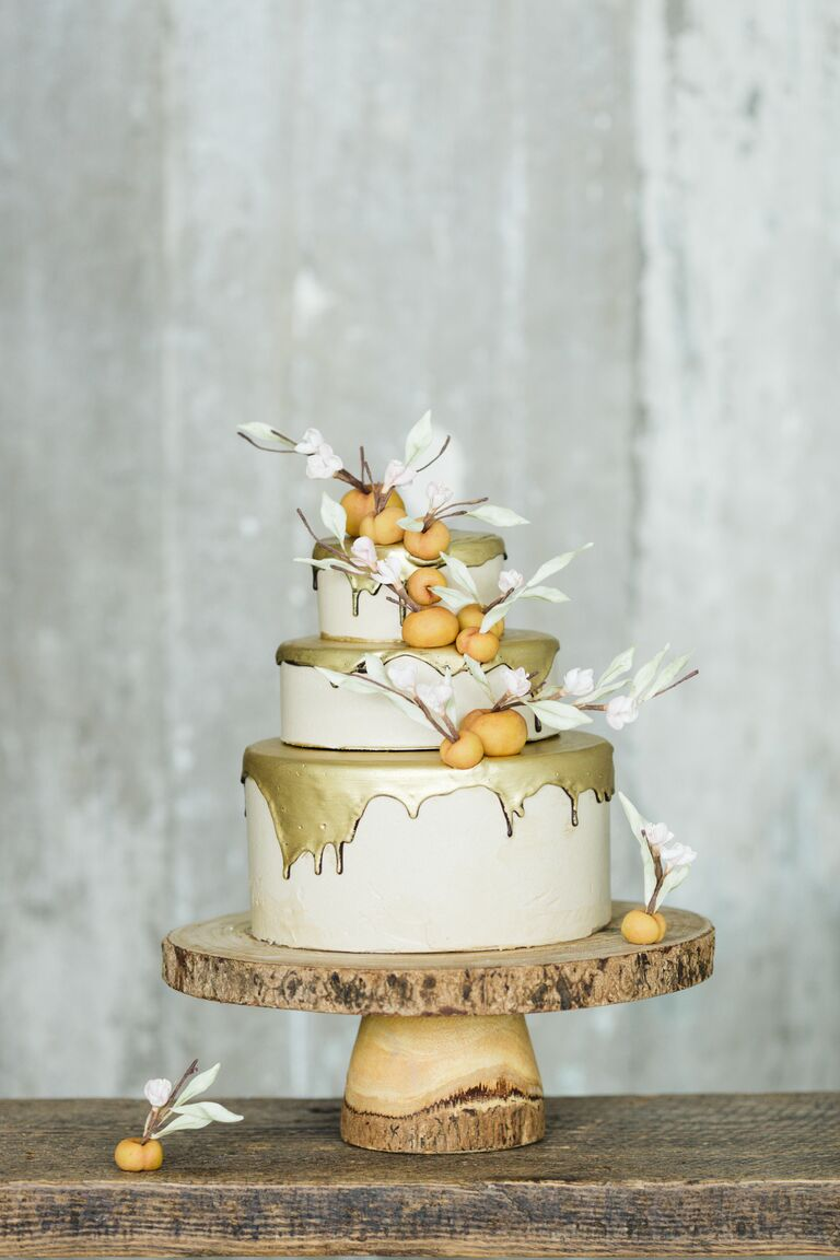 Drip cake winter wedding trend