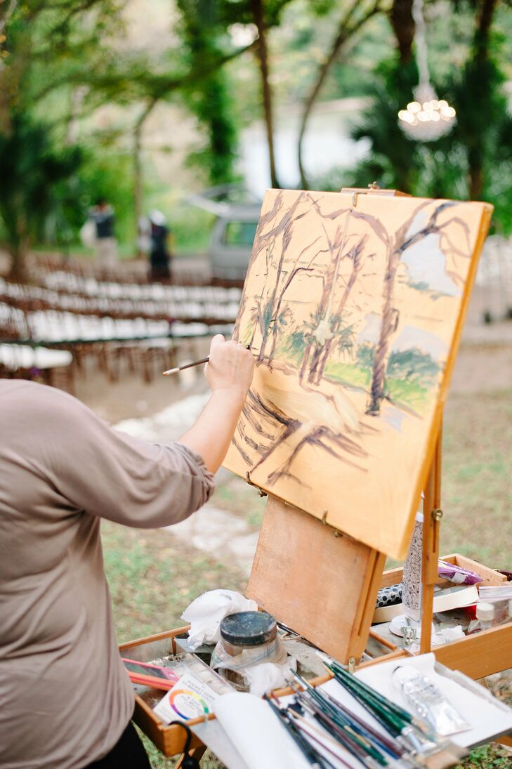 Furthering the Great Gatsby feel of the wedding, a plein air painter sketched the amphitheater where the ceremony was held.