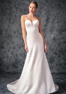 bride in Prive sweetheart strapless wedding dress