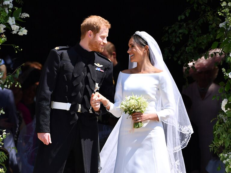 how to honor loved one at wedding meghan markle and prince harry with bouquet of forget-me-nots