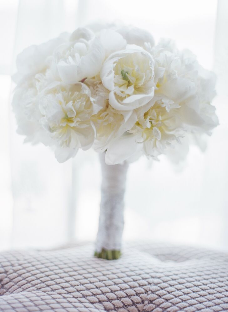 Leslie used her grandmother's handkerchief as a bouquet wrap for her lush white peony bouquet.