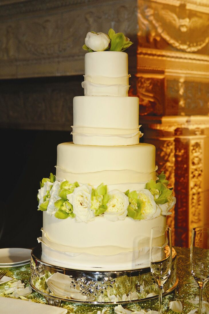 Brian loves tart desserts, so for their wedding cake, the couple chose a vanilla chiffon cake with lemon curd mousse and blueberry compote.