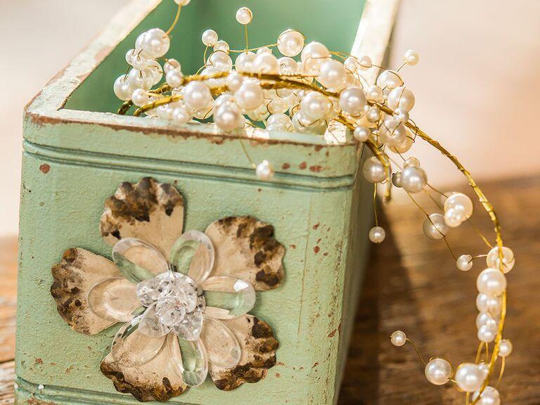 Sophisticated pearl wedding garland
