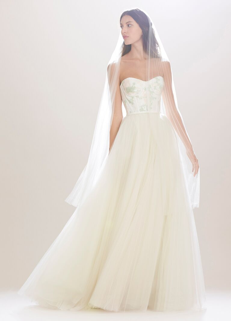 Carolina Herrera Wedding Dress.Carolina Herrera Fall 2016 Collection Wedding Dress Photos