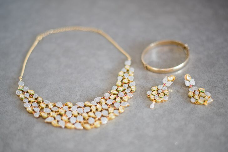 "Jessica wore a 24k gold bib necklace and earrings, which were gifts from Chintan's parents. A delicate gold bangle from a friend served as her ""something borrowed."""