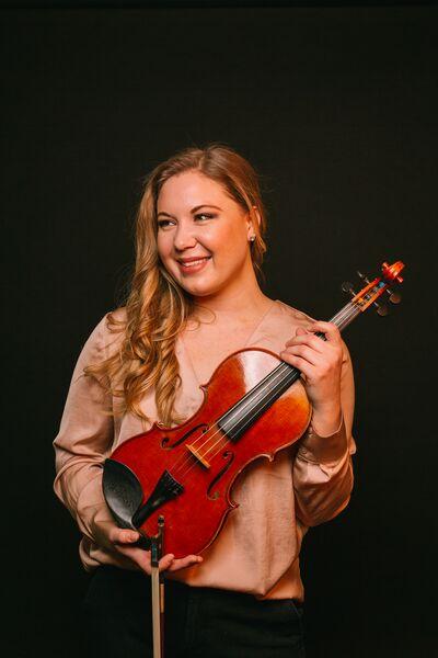 Anna Piotrowski, violinist