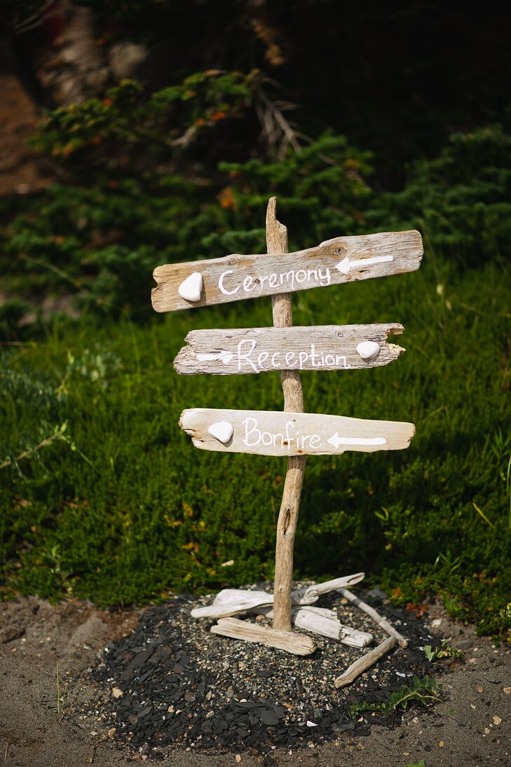 A direction sign made of driftwood directed guests towards the ceremony and reception site.