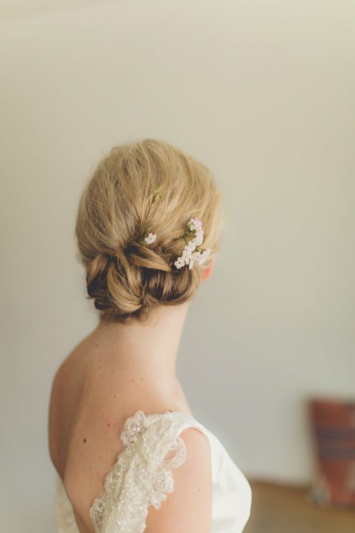 Laura wanted a natural look for her hair and makeup, so she chose a simple updo that was knotted at the nape of her neck.