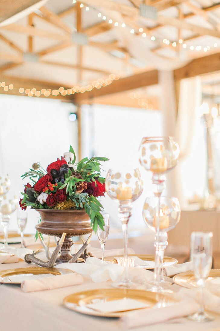 Gold-dipped antlers added a rustic touch to the romantic tablescapes.