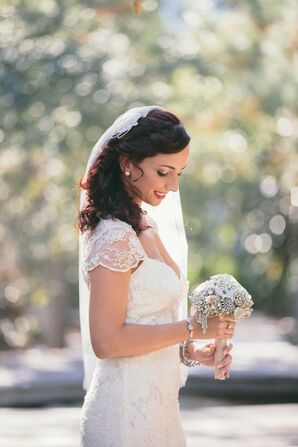 Vintage-Brooch Bridal Bouquet