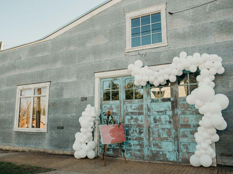 Fall wedding ideas balloon arch