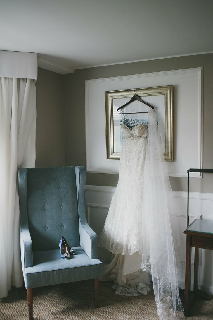 cf8db392304 The bride paired her mermaid-style Allure Bridals wedding dress with navy  blue Badgley Mischka