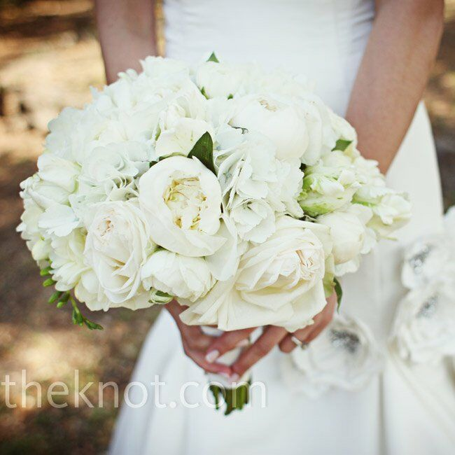 Lindsey wanted a classic all-white bouquet and held freesias, peonies, tulips and ranunculus.