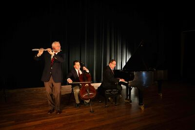 Mike Davis Trio