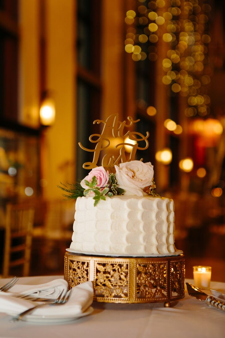 Each table had a white single-layer cake as the centerpiece, which guests would enjoy later for dessert.