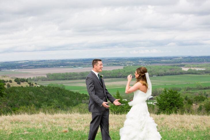 Katie and Travis's First Look in Manhattan, Kansas