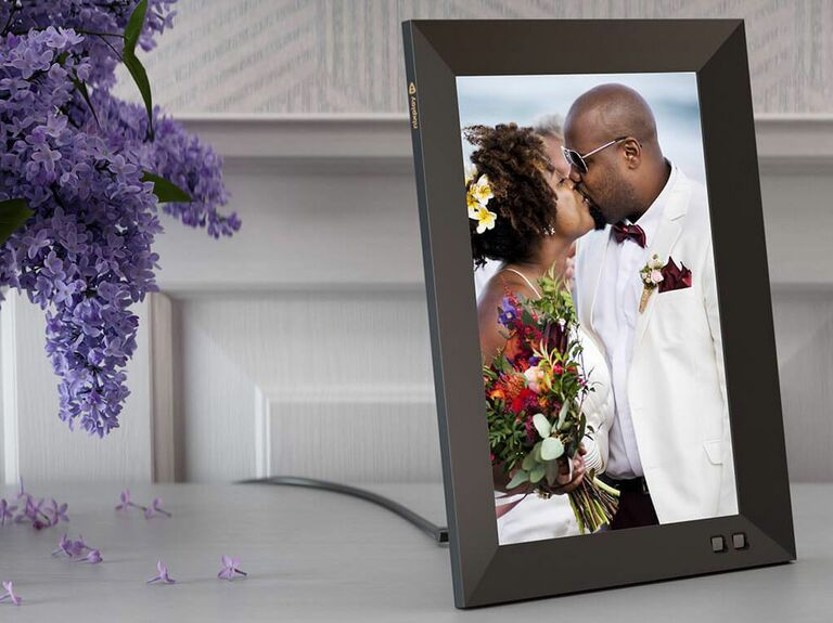 digital photo frame displaying picture of married couple
