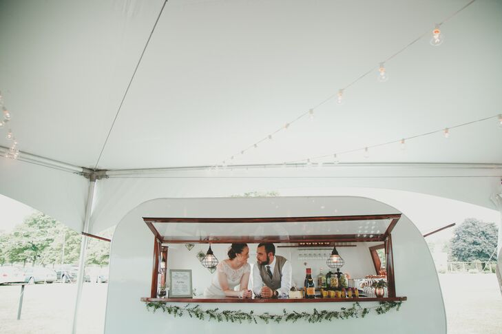 A charming camper-turned-bar was rented for the outdoor ceremony.