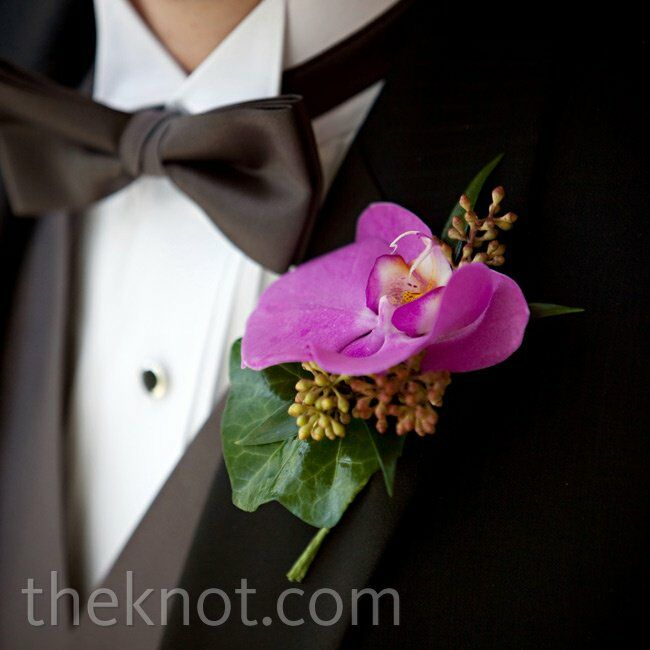 Scott wore an orchid with seeded eucalyptus accents.