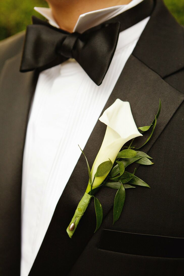 A single calla lily boutonniere completed Brian's formal look.