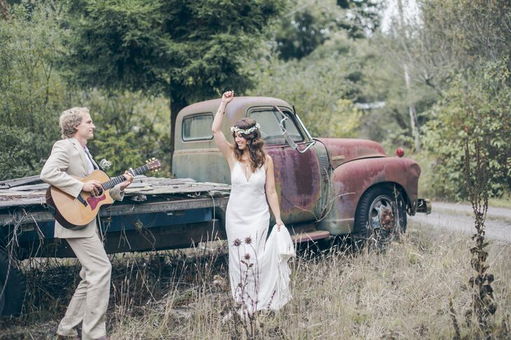 Jayme searched for a bohemian-style dress with a simple look, and came across the ivory Nicole Miller dress perfect for the occasion. The gown's deep V-neck trimmed with light lace matched the rest of lace-accented silhouette.