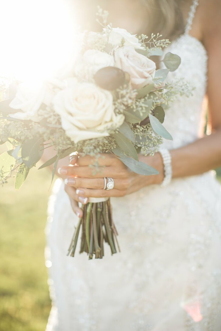 Italia's bouquet was kept simple to match the rustic, elegant theme.