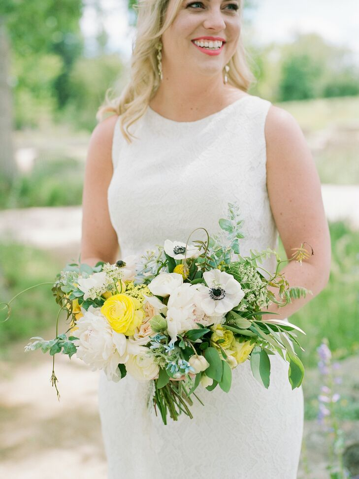 Classic Bouquet with Ranunculus, Anemones and Leaves