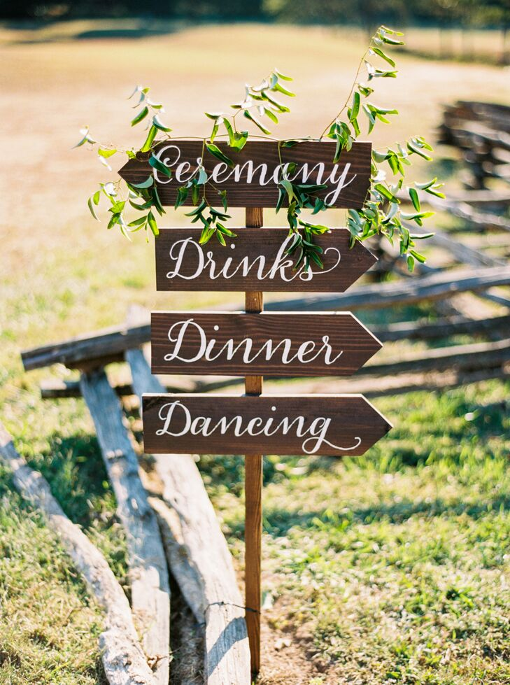 Rustic decorative touches like wooden directional signs were penned with calligraphy and draped with greenery.