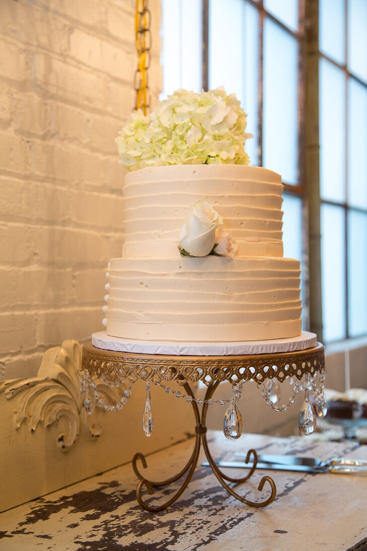 The Cakabakery created this two-tier buttercream confection for the newlyweds.