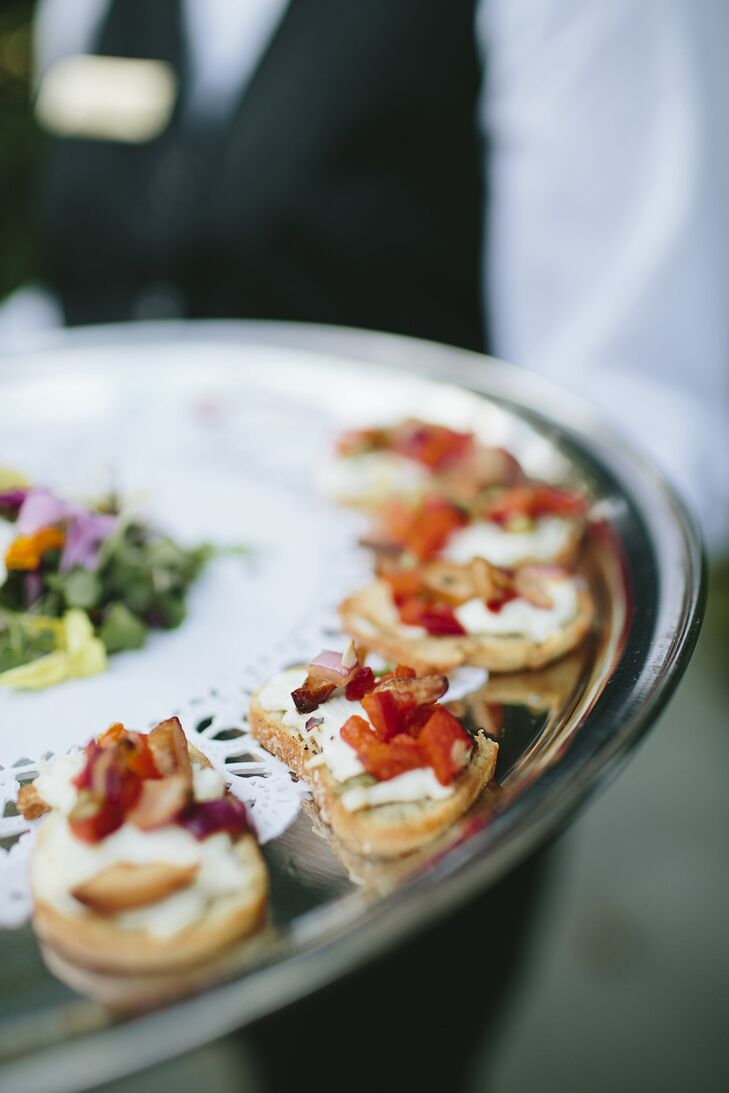 Passed hors d'oeuvres like grilled bruschetta and crab cakes were a hit with guests during cocktail hour.