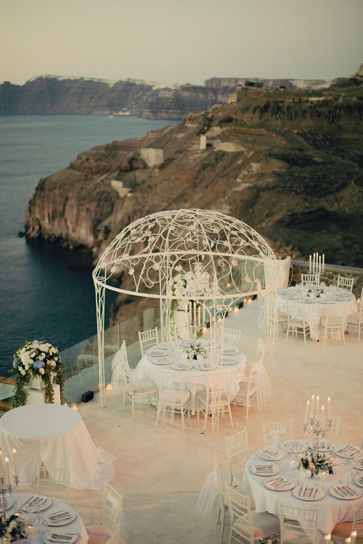 The couple chose a reception venue overlooking the Aegean sea. Mariam and Bassel loved the spacious outdoor exclusivity at Cavo Ventus Luxury Villas.
